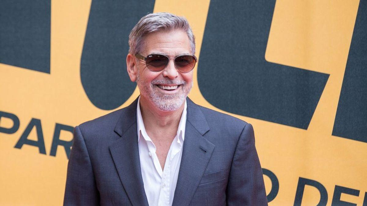 George Clooney se corta el pelo él mismo desde hace 25 años con una reliquia de la teletienda