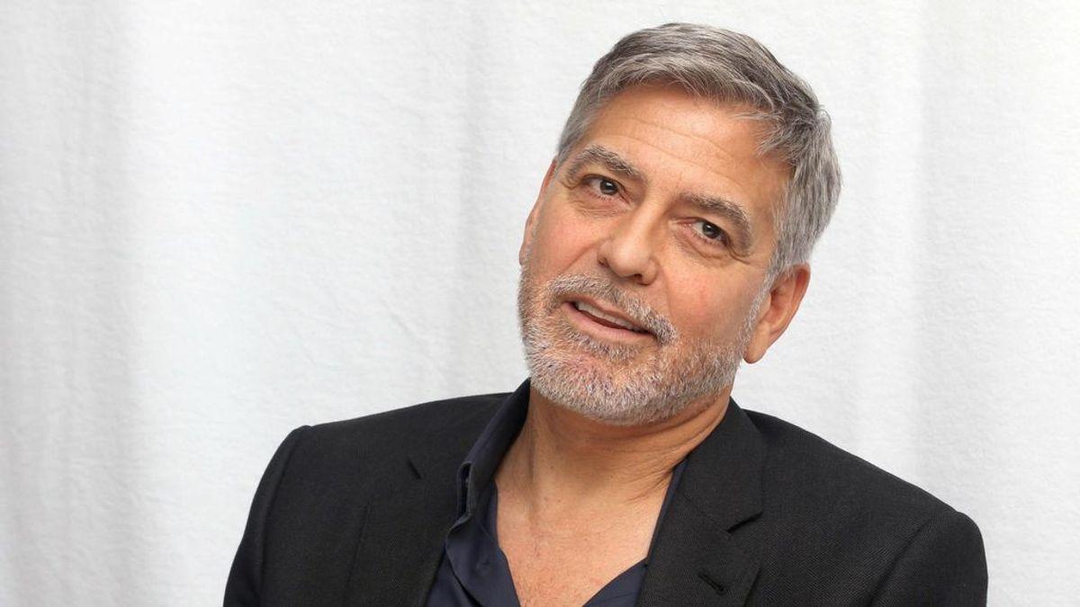 La increíble confesión de George Clooney sobre cómo se corta el pelo: spoiler, lo hace él mismo