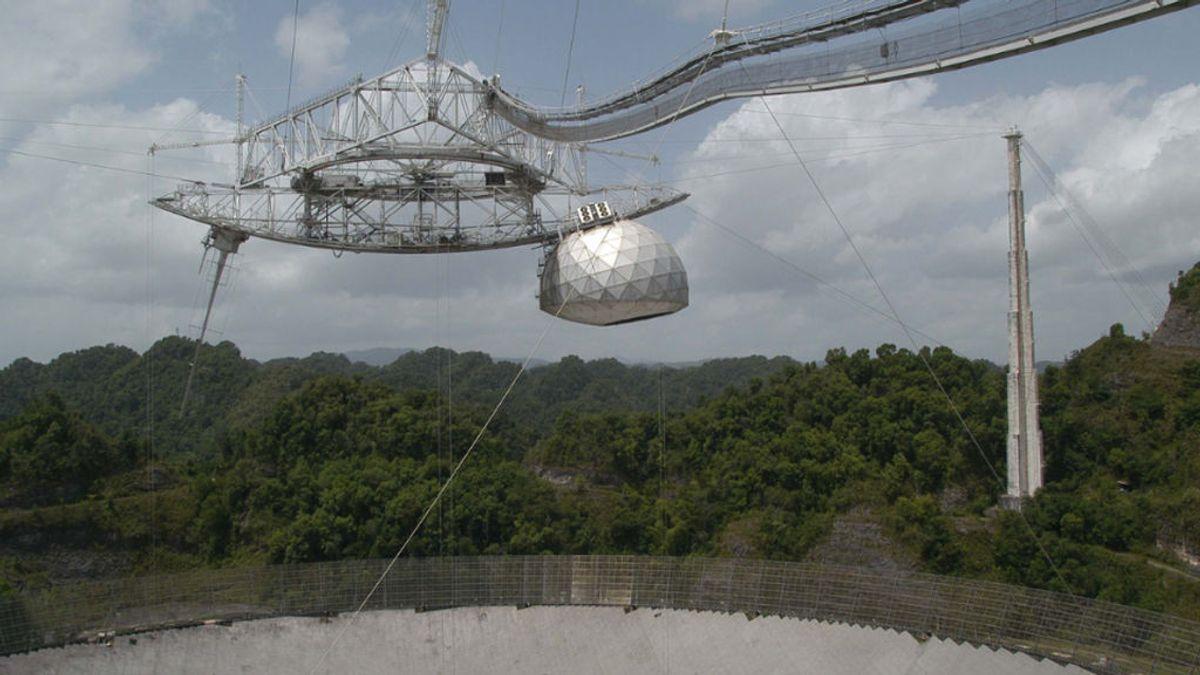El Observatorio de Arecibo de Puerto Rico colapsa y se derrumba antes de su demolición planificada