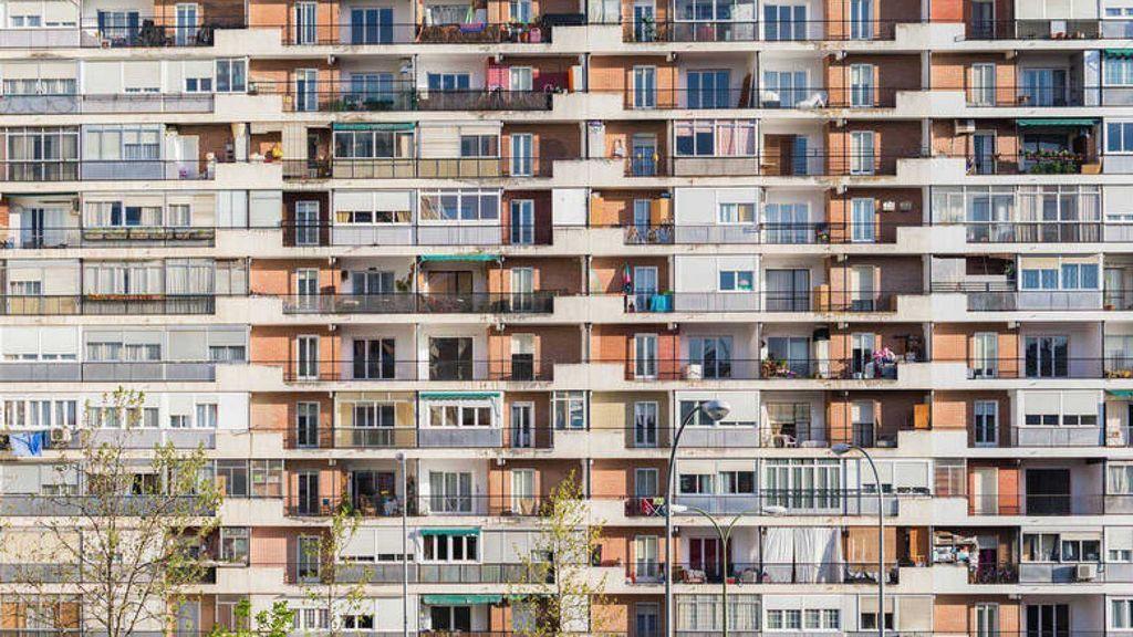 Terrazas abiertas y cerradas en un bloque de viviendas