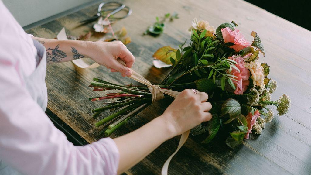 Lanzar el ramo de novia no es la única opción: aquí tienes las alternativas