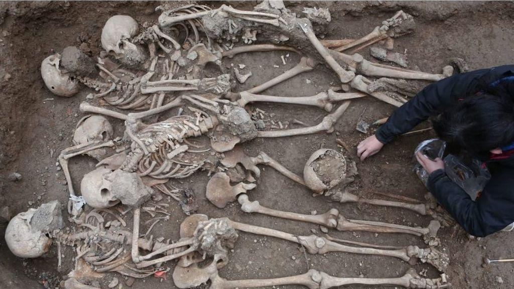 Recuperados los restos de 22 soldados republicanos en una fosa de Tarragona