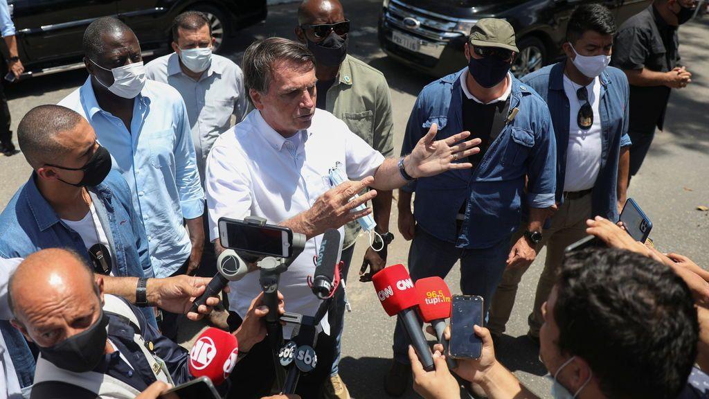 Bolsonaro avisa a los brasileños de que él se exime de cualquier efecto secundario de la vacuna