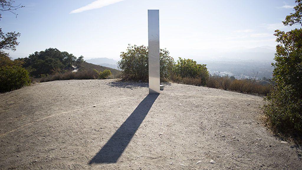 Descubierto un tercer monolito, esta vez, en California