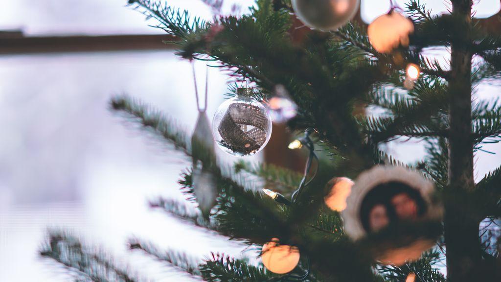 Ilumina tu terraza o jardín en Navidad sin apenas enchufes y alegra el barrio