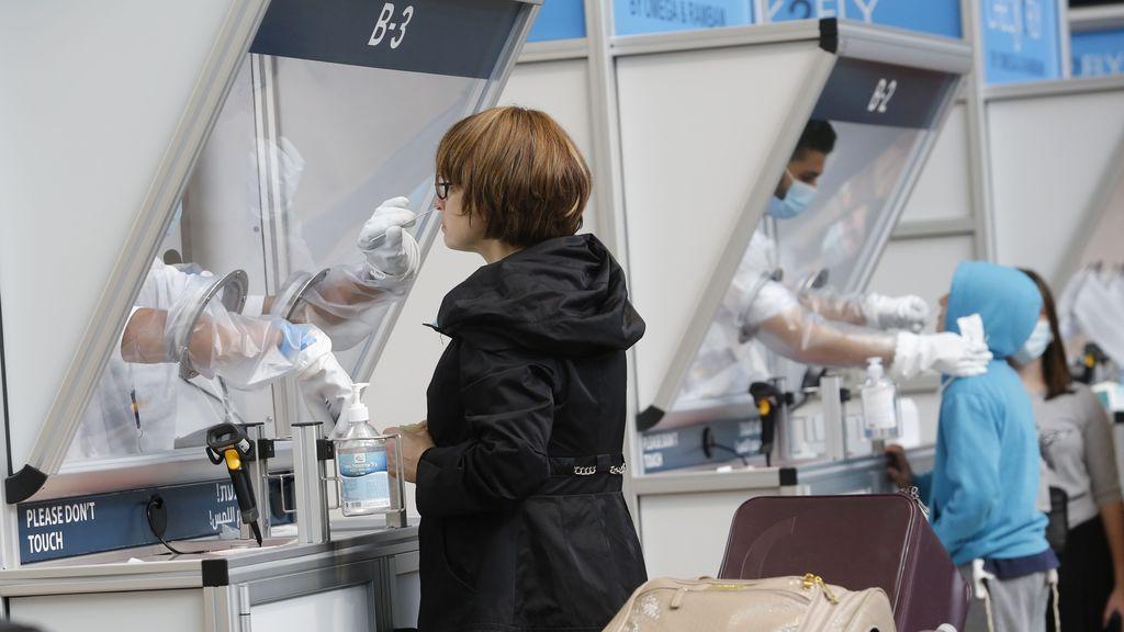 """La OMS estudia """"certificados electrónicos de vacunación"""" para poder viajar"""