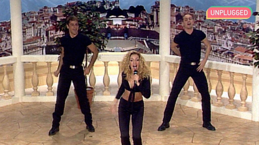 Rebeca Pous cantando en 'Día a Día'