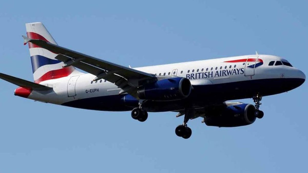 Investigan el caso de una azafata que ofrece servicios sexuales en al avión