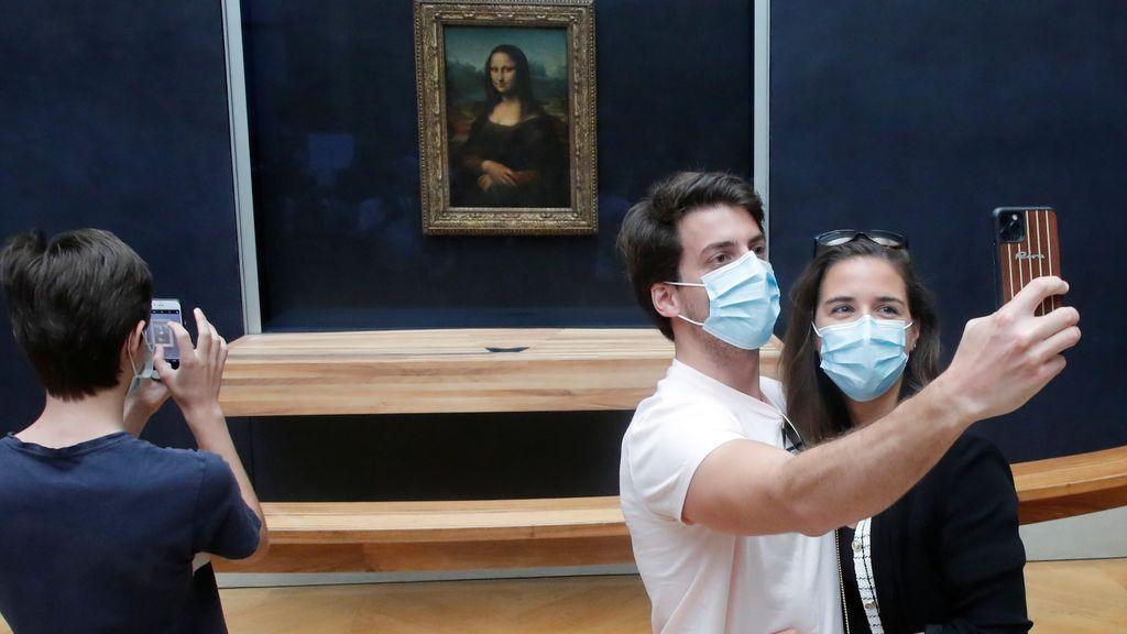 El museo del Louvre subasta experiencias como ver de cerca la Mona Lisa con fines educativos y sociales