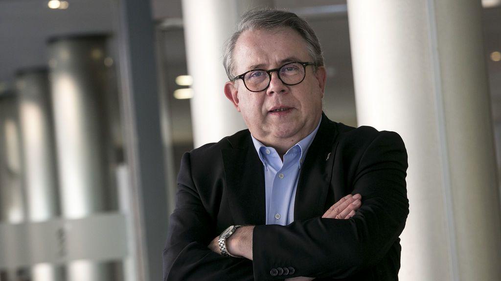 """El presidente del Colegio de Médicos de Barcelona: """"Estamos a las puertas de la tercera ola y será peor que la segunda"""""""
