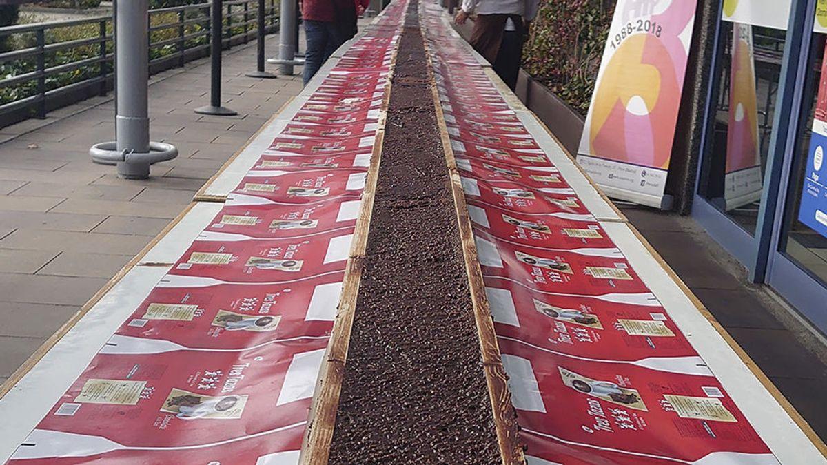 200 kilos de chocolate y 50 metros de largo: Madrid elabora el mayor turrón del mundo