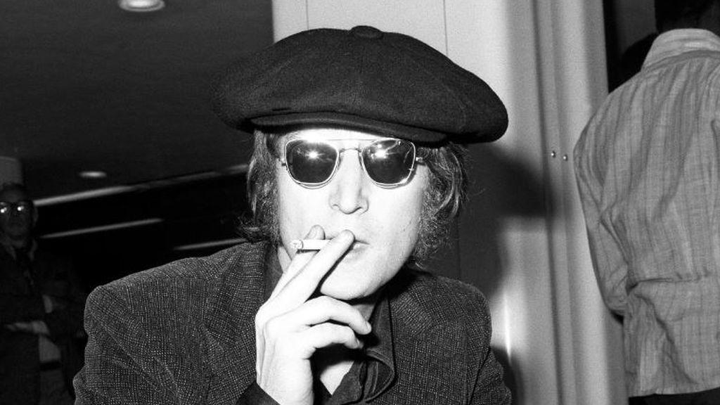 El último día de John Lennon 40 años atrás: fotos, entrevistas y autógrafo a su asesino