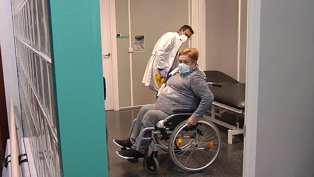 """La pandemia deja sin tratamiento a una mujer de Valencia durante 3 meses: """"Los médicos me abandonaron y ahora estoy parapléjica"""""""