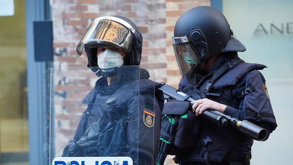 La policía dispersa a 70 jóvenes que se citaron por las redes sociales para pegarse en Mislata