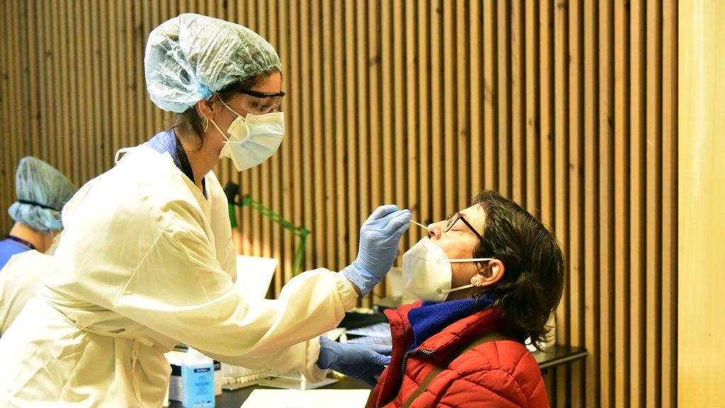 Sanidad incluye un mínimo de 8.745 contagios y 214 muertos por coronavirus