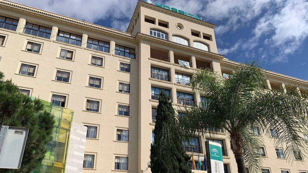 El familiar de un paciente agrede a varios sanitarios en el Hospital Regional de Málaga