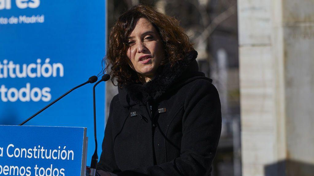 """Ayuso carga contra Iglesias y llama a apartarle: """"Hoy un chavista ha decidido quién está o no dentro de la democracia"""""""