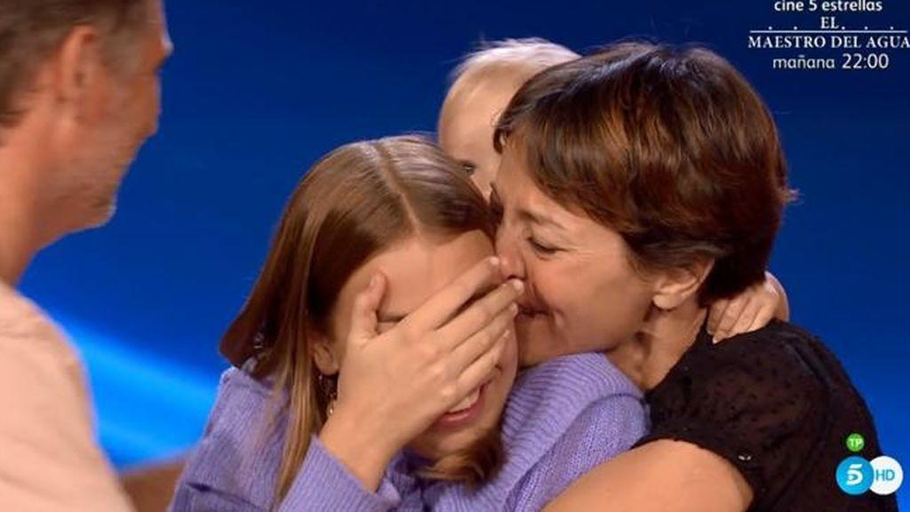 Índigo Salvador se abraza a su madre tras ganar 'Idol Kids'