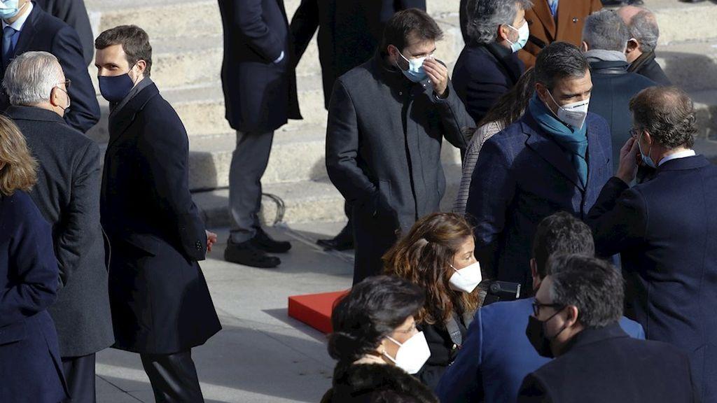 """Sánchez y Casado se ignoran a la vez que el presidente reclama unidad y el PP denuncia que los """"enemigos están ya dentro del Estado"""""""