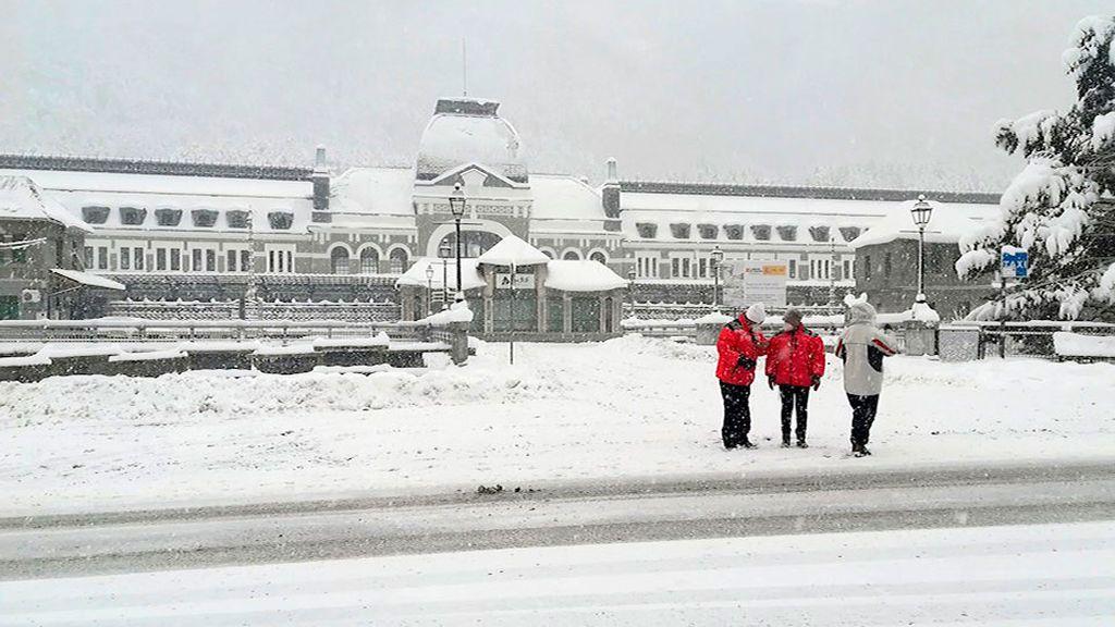 Una nueva borrasca deja este lunes a casi toda España en alerta por frío, nevadas, viento y fuerte oleaje