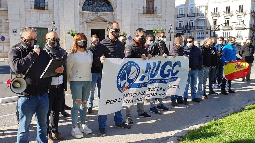 """Guardias civiles protestan contra el complemento de productividad que """"solo beneficia a altos mandos"""""""