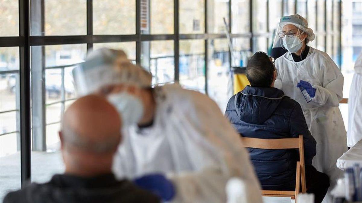 La velocidad de contagio en Cataluña sigue en 0,99 pero crecen los ingresados
