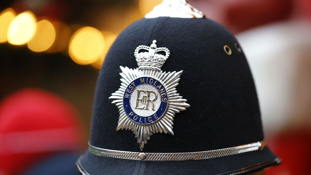 Un oficial de policía británico transgénero se declara mujer tras dos décadas en el cuerpo y dejar a su esposa