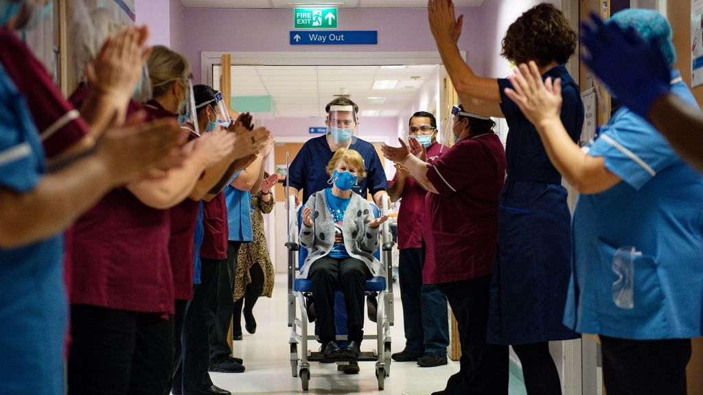 Euforia en Reino Unido ante las primeras vacunaciones contra el coronavirus