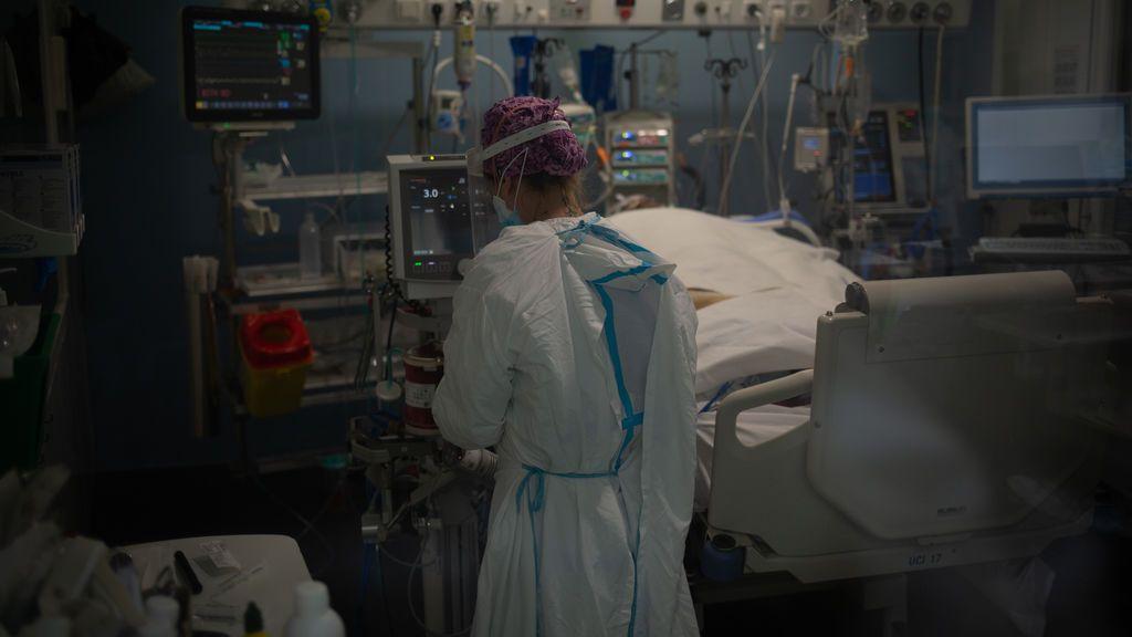 Bajan de 200 los muertos diarios por coronavirus en España