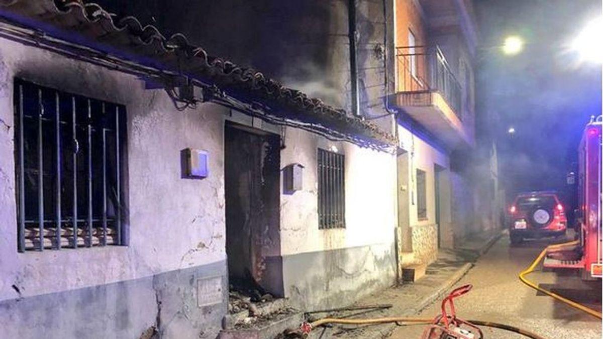 Muere un hombre de 31 años en el incendio de su casa en Cuenca: rescatan a su madre