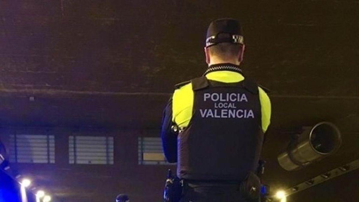 Un anciano que caminaba desorientado y en bata muere atropellado en Valencia