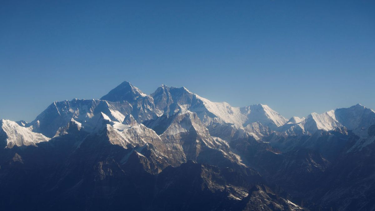"""El Everest """"crece"""" cuatro metros: nuevas mediciones fijan su altura en 8.848,86 metros"""