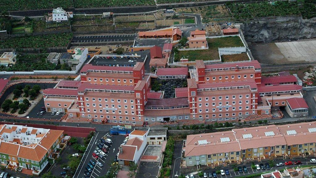 Canarias interviene el centro de mayores Santa Rita con 180 casos de coronavirus