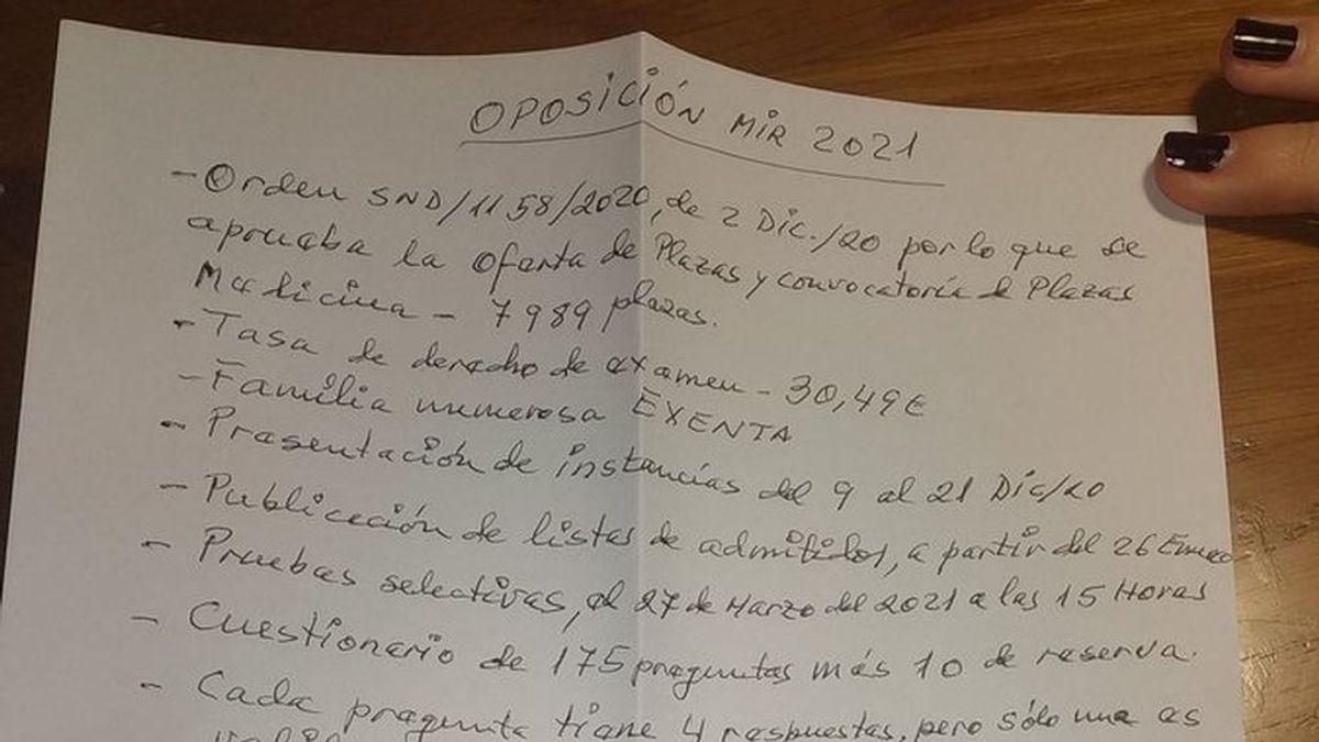 A por la oposición: la emotiva ayuda que un abuelo de 86 da a su nieta con la preparación al MIR