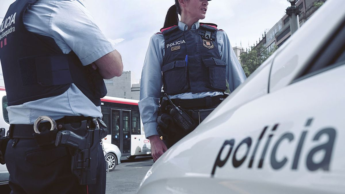 Pillada una mosso d'esquadra robando ropa en un centro comercial de Girona