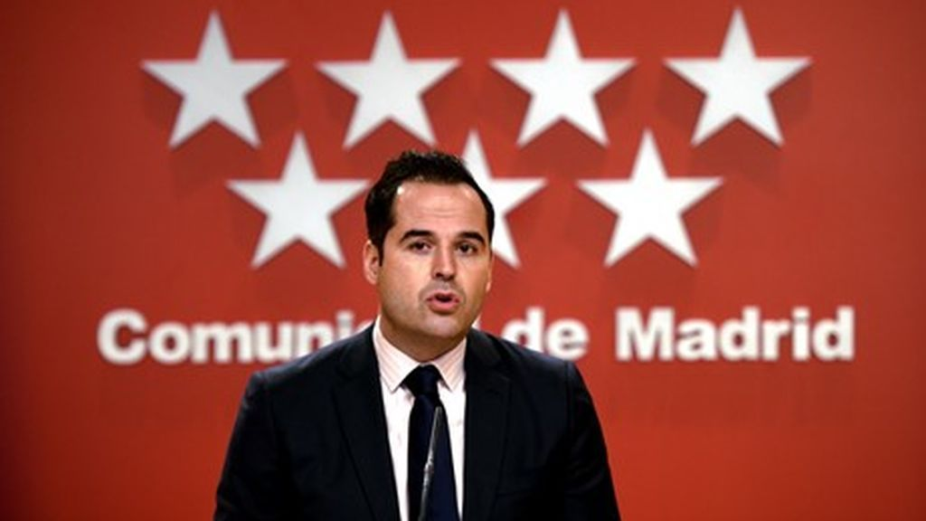 Aguado critica que el Gobierno haya reducido el número dosis de vacunas para Madrid