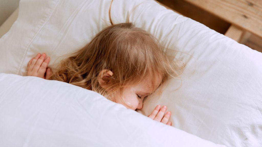 Relajación, horario o alimentación: claves para establecer una rutina y que los niños se vayan a dormir temprano