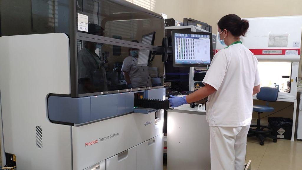 Llegan a España los TMA, una nueva prueba para detectar el virus activo de la covid parecido a la PCR