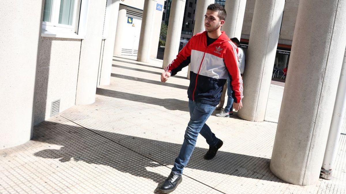 El joven que golpeó a Rajoy, detenido por agresión en un bar al que entró lanzando consignas a favor de ETA