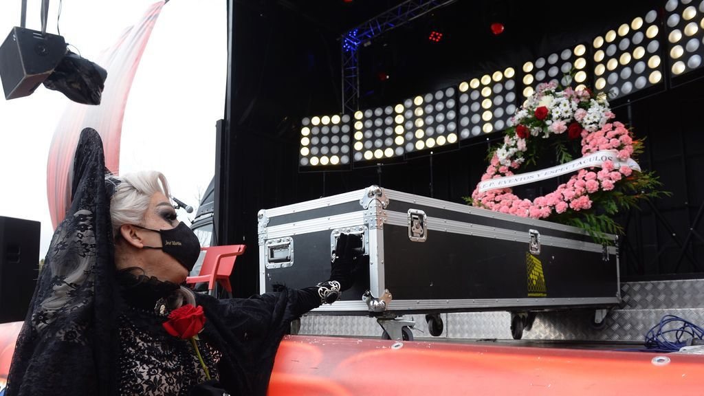 Funerales por la muerte de la cultura en vivo