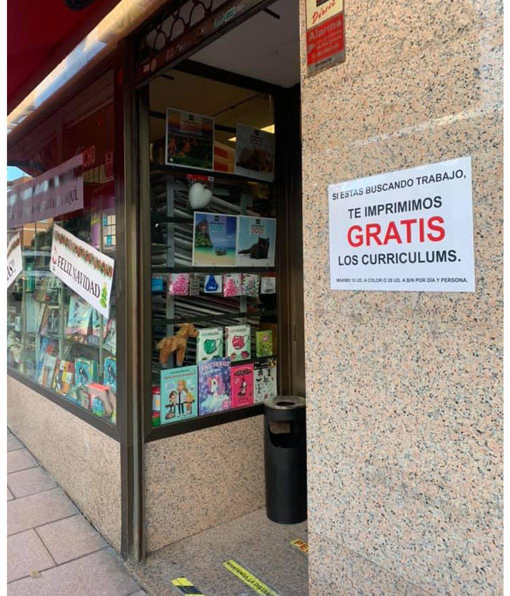La Papelería Murillo ofrece gratis imprimir los currículums a los parados