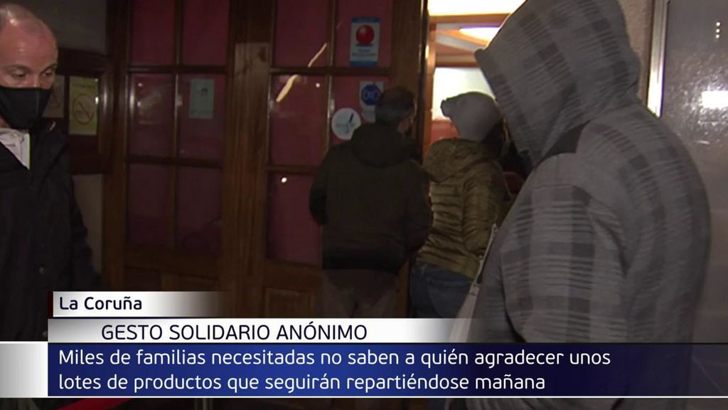 El solidario gesto de un empresario anónimo en La Coruña: regala cestas de navidad para quien lo necesite