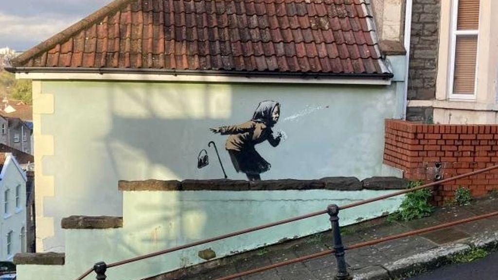 Banksy vuelve a reflejar el covid-19 en un graffiti