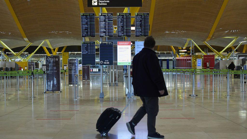 Viajero en T4 Aeropuerto Madrid Barajas