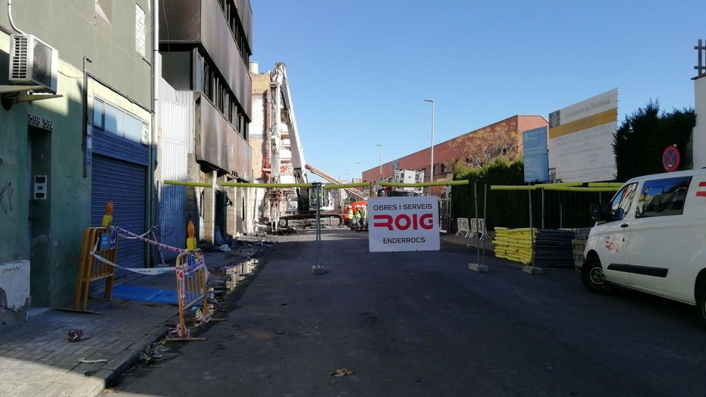 Comienza la demolición de la nave de Badalona ante las protestas de la propiedad