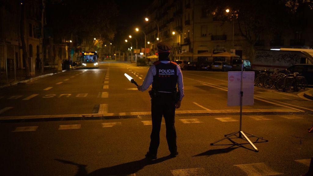 Tres policías nacionales se saltan el toque de queda y conducen ebrios por Barcelona