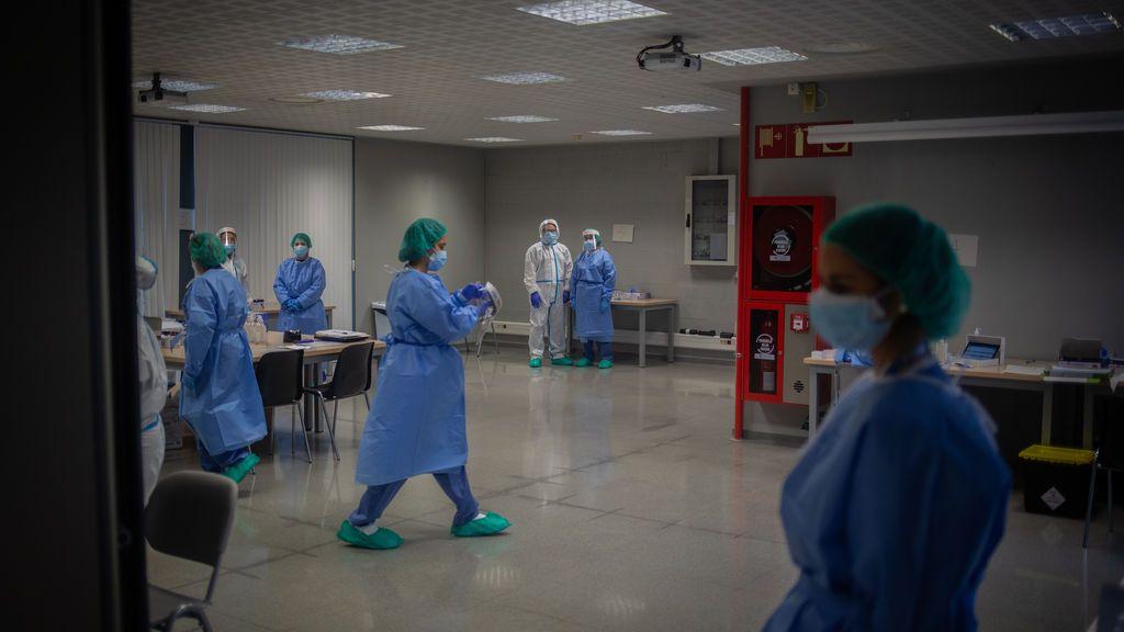 300 sanitarios y científicos piden crear una agencia independiente en España para controlar el gasto sanitario