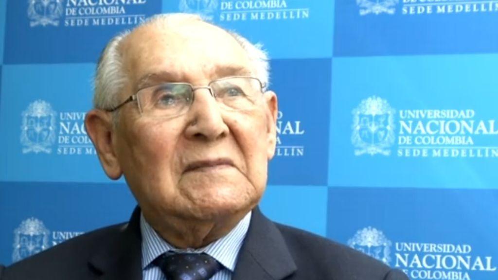 Obtiene su doctorado a los 104 años: la historia del ingeniero Lucio Chiquito que desmonta el edadismo