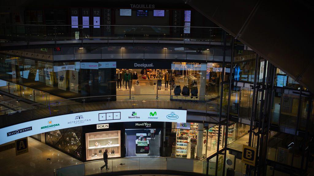 Los centros comerciales reabren en Cataluña al 30% de aforo con virus a la baja