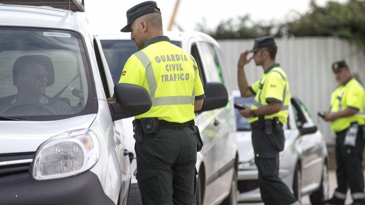 Tráfico puede multar con 200 euros a conductores con prendas voluminosas
